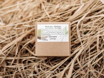 Vihreasavipeltokorteshampoo paketti heinillä.